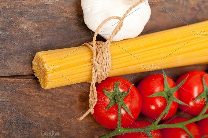 Italian simple tomato pasta ingredients 021.jpg - Food & Drink