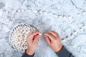 Diy marshmallow garland. Guide on ph
