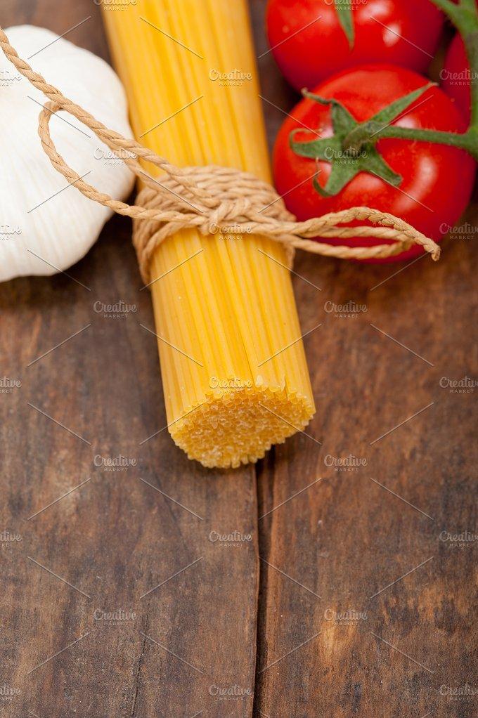 Italian simple tomato pasta ingredients 020.jpg - Food & Drink