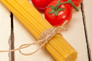 Italian simple tomato pasta ingredients 023.jpg