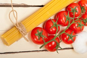 Italian simple tomato pasta ingredients 024.jpg