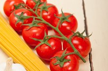 Italian simple tomato pasta ingredients 025.jpg