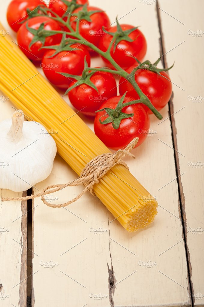 Italian simple tomato pasta ingredients 025.jpg - Food & Drink