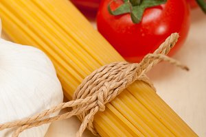 Italian simple tomato pasta ingredients 026.jpg