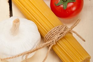 Italian simple tomato pasta ingredients 028.jpg