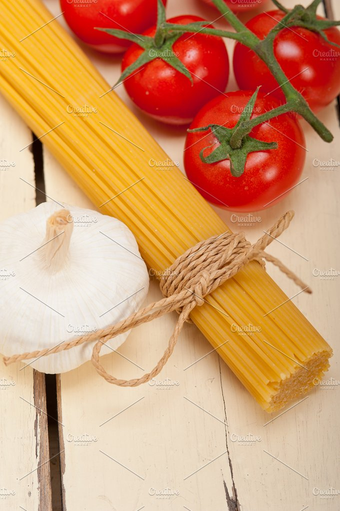 Italian simple tomato pasta ingredients 028.jpg - Food & Drink