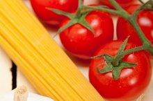Italian simple tomato pasta ingredients 027.jpg