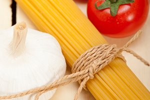 Italian simple tomato pasta ingredients 027.jpg
