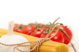Italian simple tomato pasta ingredients 029.jpg