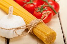 Italian simple tomato pasta ingredients 030.jpg