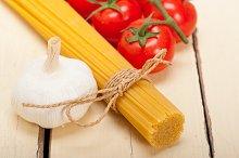 Italian simple tomato pasta ingredients 031.jpg