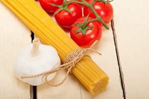 Italian simple tomato pasta ingredients 032.jpg