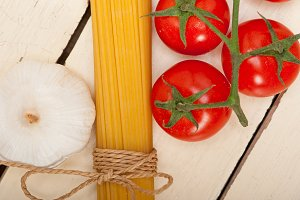 Italian simple tomato pasta ingredients 033.jpg