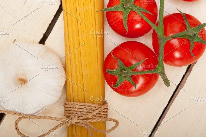 Italian simple tomato pasta ingredients 033.jpg - Food & Drink