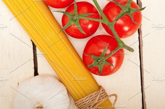 Italian simple tomato pasta ingredients 035.jpg - Food & Drink