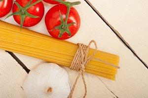 Italian simple tomato pasta ingredients 034.jpg