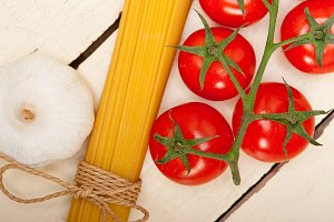 Italian simple tomato pasta ingredients 036.jpg