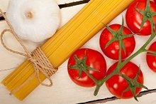 Italian simple tomato pasta ingredients 037.jpg