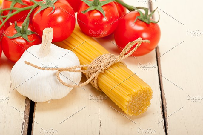 Italian simple tomato pasta ingredients 039.jpg - Food & Drink