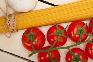 Italian simple tomato pasta ingredients 038.jpg