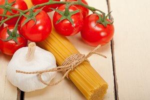 Italian simple tomato pasta ingredients 041.jpg