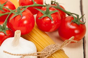 Italian simple tomato pasta ingredients 042.jpg