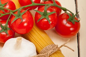 Italian simple tomato pasta ingredients 043.jpg