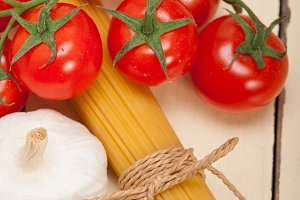 Italian simple tomato pasta ingredients 044.jpg