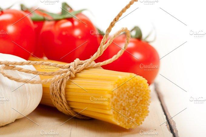 Italian simple tomato pasta ingredients 045.jpg - Food & Drink