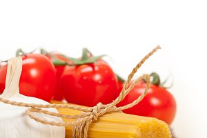 Italian simple tomato pasta ingredients 046.jpg