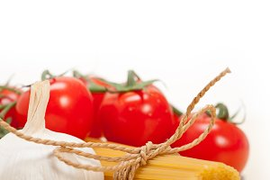 Italian simple tomato pasta ingredients 047.jpg