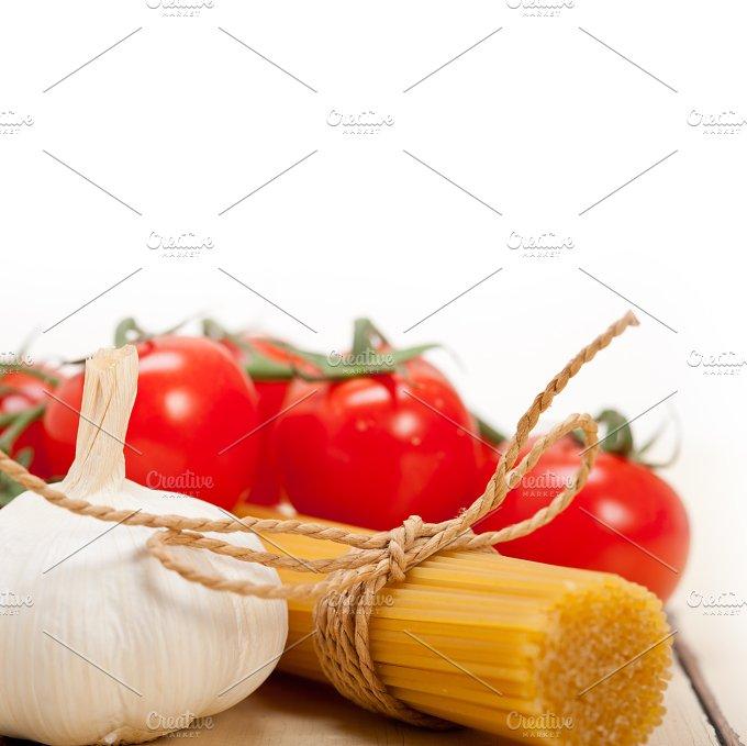 Italian simple tomato pasta ingredients 047.jpg - Food & Drink