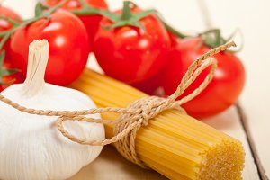 Italian simple tomato pasta ingredients 048.jpg
