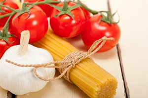 Italian simple tomato pasta ingredients 049.jpg