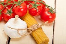 Italian simple tomato pasta ingredients 050.jpg