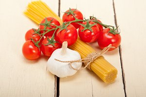 Italian simple tomato pasta ingredients 052.jpg