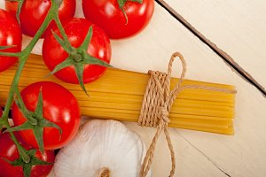 Italian simple tomato pasta ingredients 051.jpg