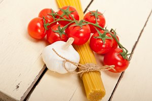 Italian simple tomato pasta ingredients 054.jpg