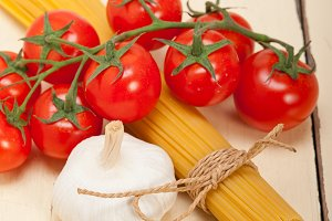 Italian simple tomato pasta ingredients 055.jpg