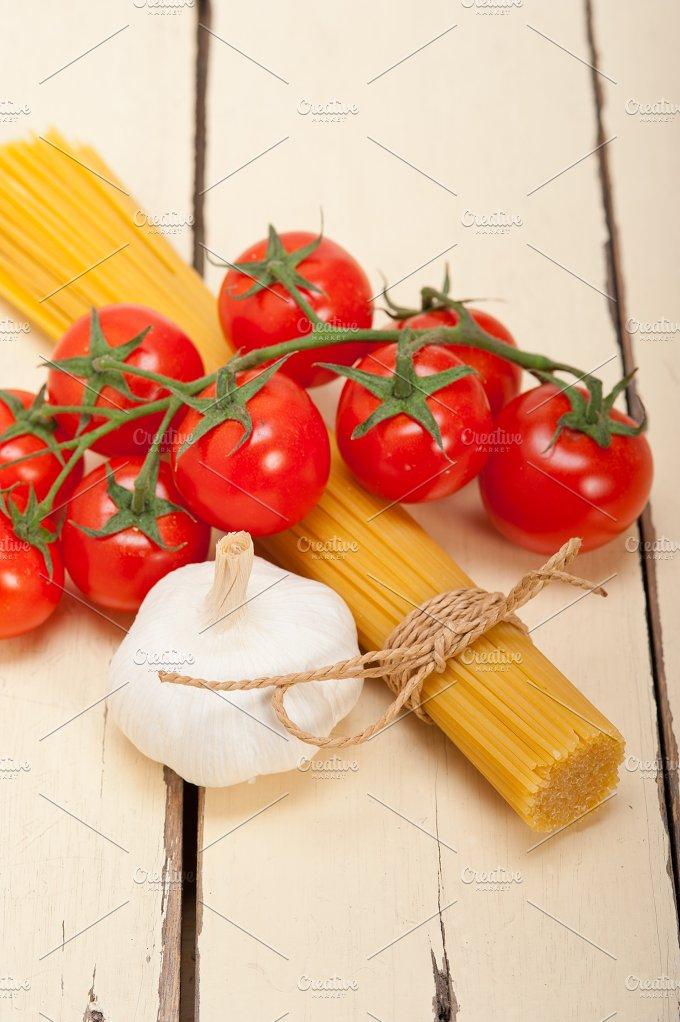 Italian simple tomato pasta ingredients 055.jpg - Food & Drink