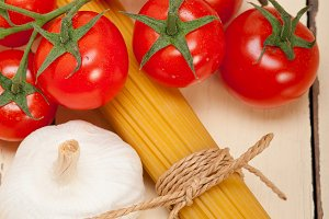 Italian simple tomato pasta ingredients 056.jpg