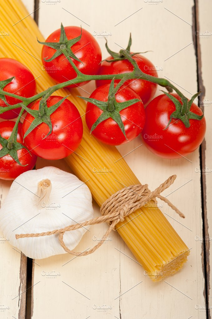Italian simple tomato pasta ingredients 056.jpg - Food & Drink