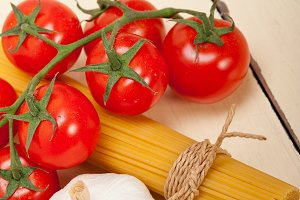 Italian simple tomato pasta ingredients 057.jpg