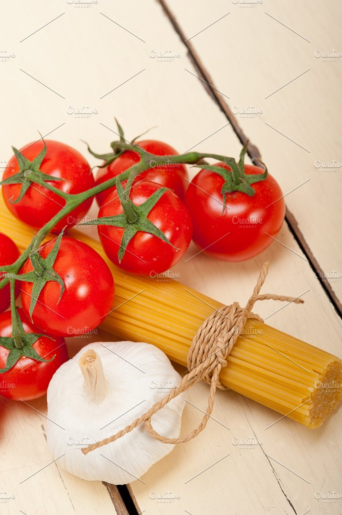 Italian simple tomato pasta ingredients 057.jpg - Food & Drink