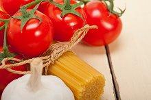 Italian simple tomato pasta ingredients 058.jpg