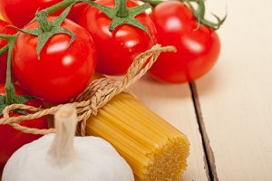 Italian simple tomato pasta ingredients 058.jpg