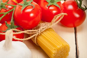 Italian simple tomato pasta ingredients 059.jpg