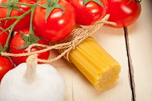 Italian simple tomato pasta ingredients 060.jpg