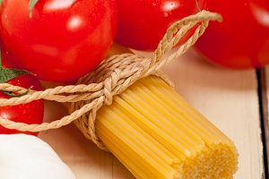 Italian simple tomato pasta ingredients 061.jpg