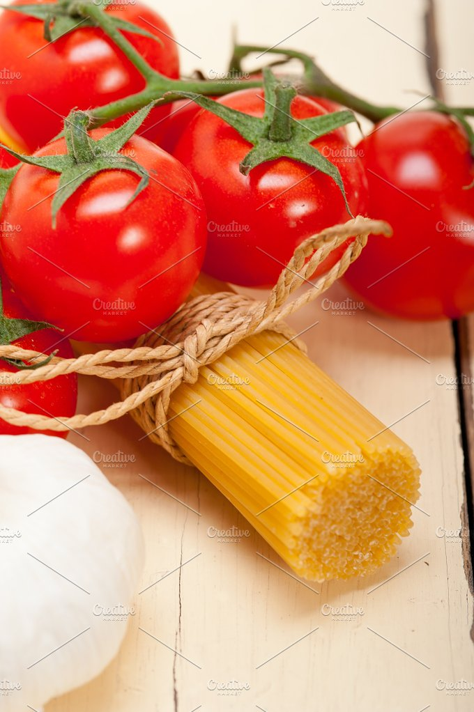 Italian simple tomato pasta ingredients 061.jpg - Food & Drink